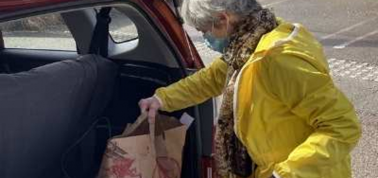 Delivering food to seniors in need